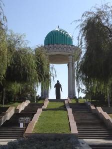 statua di Alisher Navoi (Tashkent)
