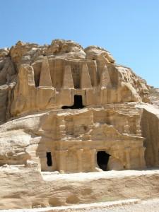 Tomba degli Obelischi a Petra (Giordania)