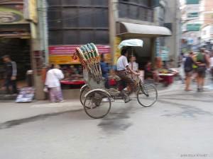 riscio per le vie di Thamel (Kathmandu, Nepal)
