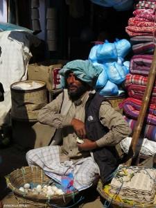 venditore di uova a Indra Chawk (Kathmandu, Nepal)