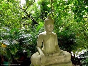 statua di Buddha, giardini del Palazzo Reale (Phnom Penh, Cambogia)