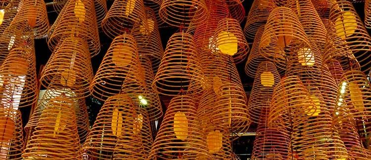 Tempio di Ong, incensi (Can Tho, Vietnam)