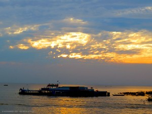 tramonto sul lago Tonle Sap (Cambogia)