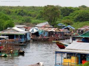villaggio sul Tonle Sap (Cambogia)
