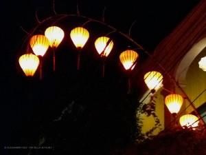 lanterne illuminano la via (Hoi An, Vietnam)