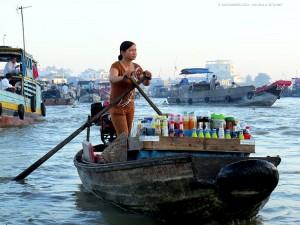 imbarcazione nei pressi del mercato galleggiante (Can Tho, Vietnam)