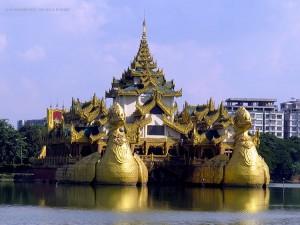 al Parco Karaweik (Yangon, Myanmar)