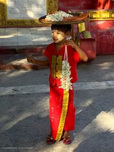 nei pressi della Kuthodaw Pagoda (Mandalay, Myanmar - Birmania)