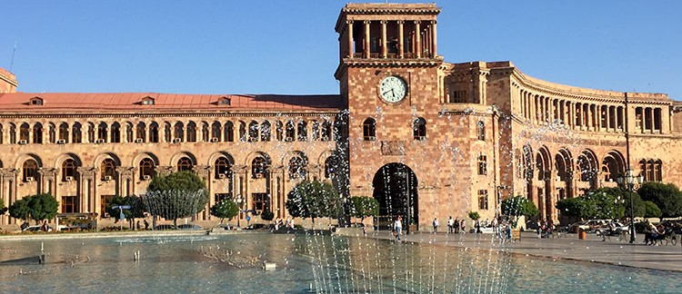 Piazza della Repubblica, torre dell'orologio (Yerevan, Armenia)
