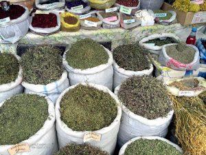 spezie in un negozio di Lahic (Azerbaijan)