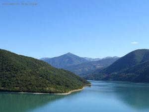 lago Zhinvali, sulla via per Kazbegi (Georgia)