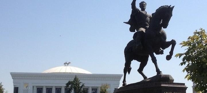 statua di Amir Timur e Parlamento (Tashkent, Uzbekistan)
