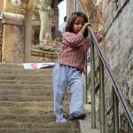 bimba nei pressi del Tempio di Uma Maheshwar (Kirtipur, Nepal)