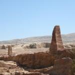 obelischi presso l'Altura del Sacrificio a Petra (Giordania)