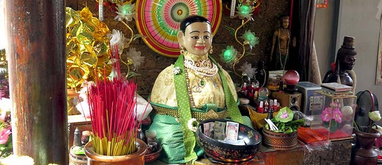 statua di Madame Penh (Phnom Penh, Cambogia)