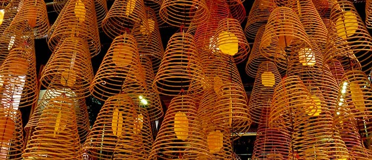 Tempio di Ong, incensi (Can Tho, Vietnam)